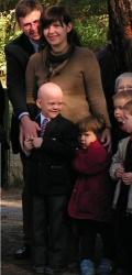 Antek con sus padres, Sebastián y Dorota.